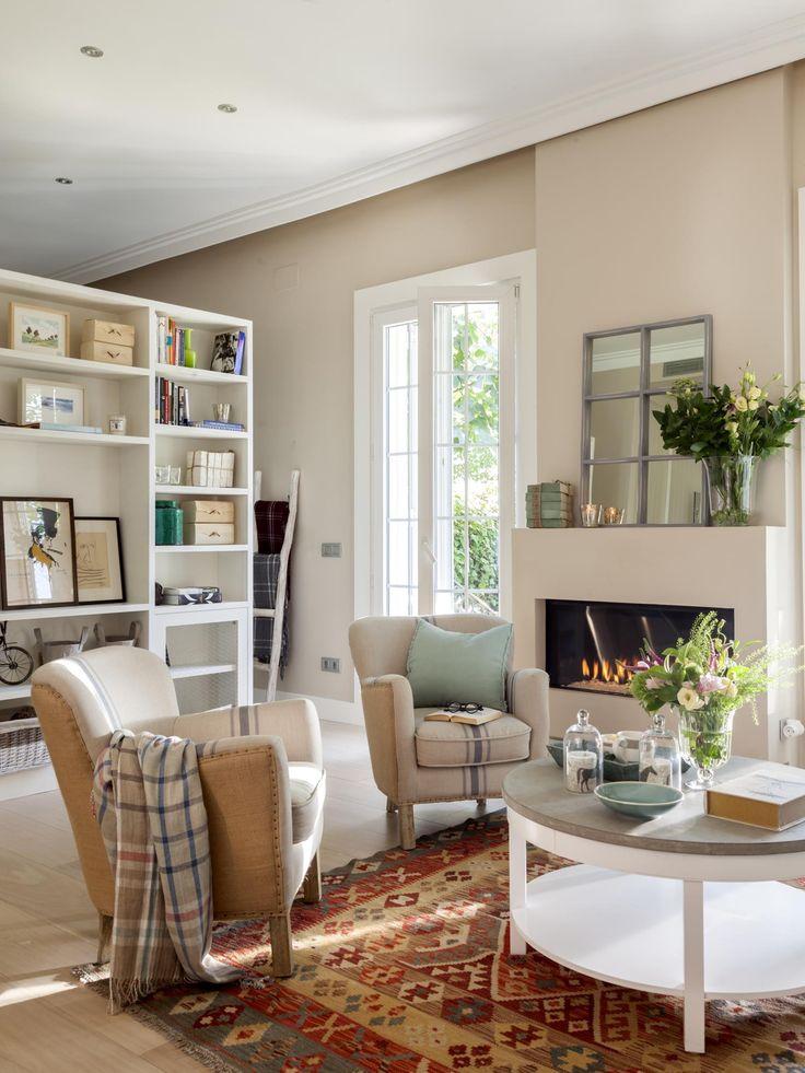 Salon con chimenea en un piso de 50 metros interiores for Ikea piso 50 metros