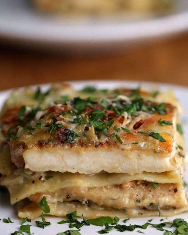 Chicken Alfredo Lasagna- 4-6 boneless, skinless chicken breasts 4-6 teaspoons salt 4-6 teaspoons pepper 4-6 teaspoons garlic powder 4 tablespoons canola oil 3 cloves garlic, minced ½ medium white onion, finely chopped 2 cups heavy cream ½ cup Parmesan cheese 1 cup parsley, chopped 10-12 cooked lasagna noodles 2 cups mozzarella cheese, shredded 6 strips bacon, cooked and crumbled