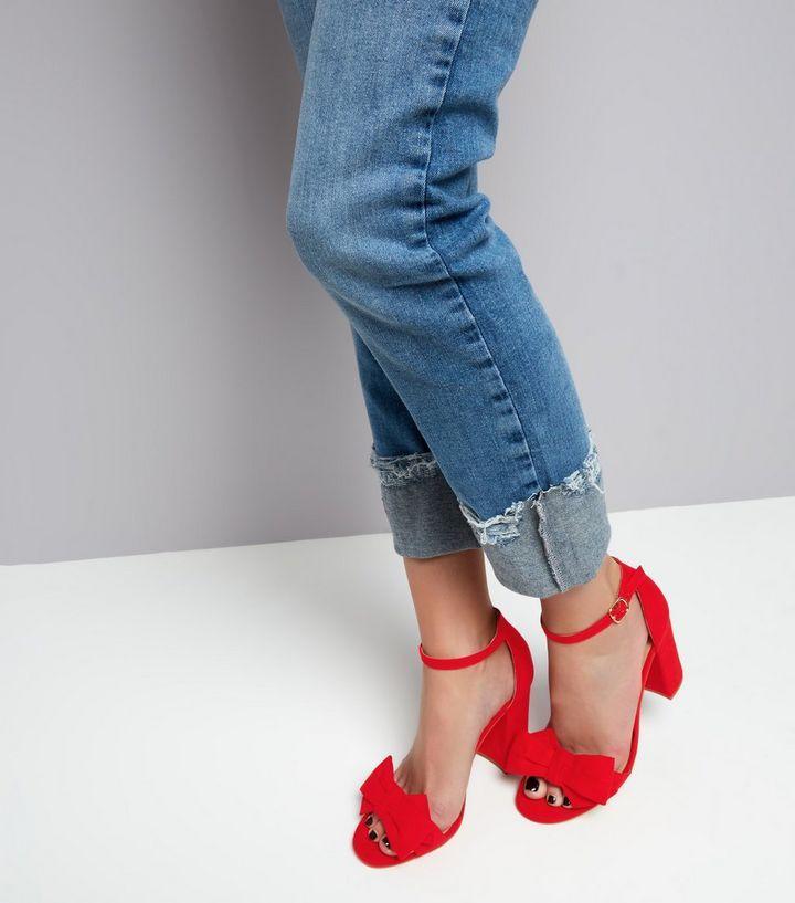 Sandales à talons en suédine rouge avec nœud sur le devant | New Look