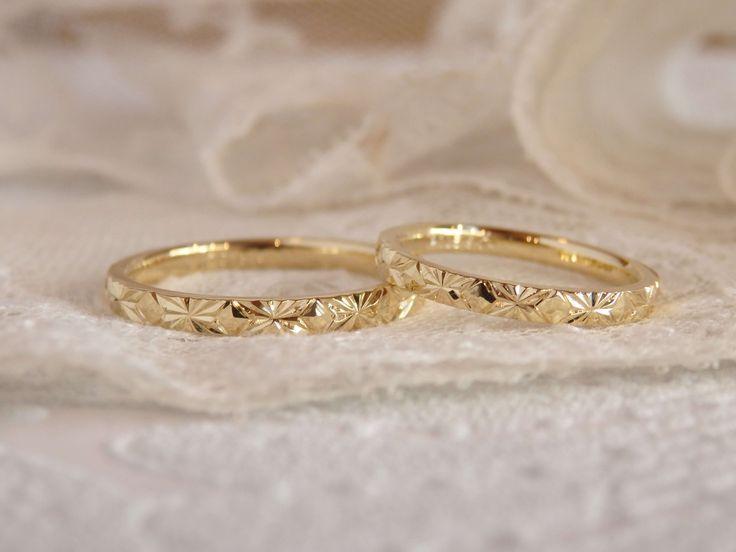 スターアニスという植物をモチーフとしたアニス。 8方向に延びる直線と、しっかりと彫り込まれた1面1面が、繊細に輝きます。 [marriage,wedding,ring,bridal,K18,マリッジリング,結婚指輪,オーダーメイド,ウエディング,ith,イズマリッジ]