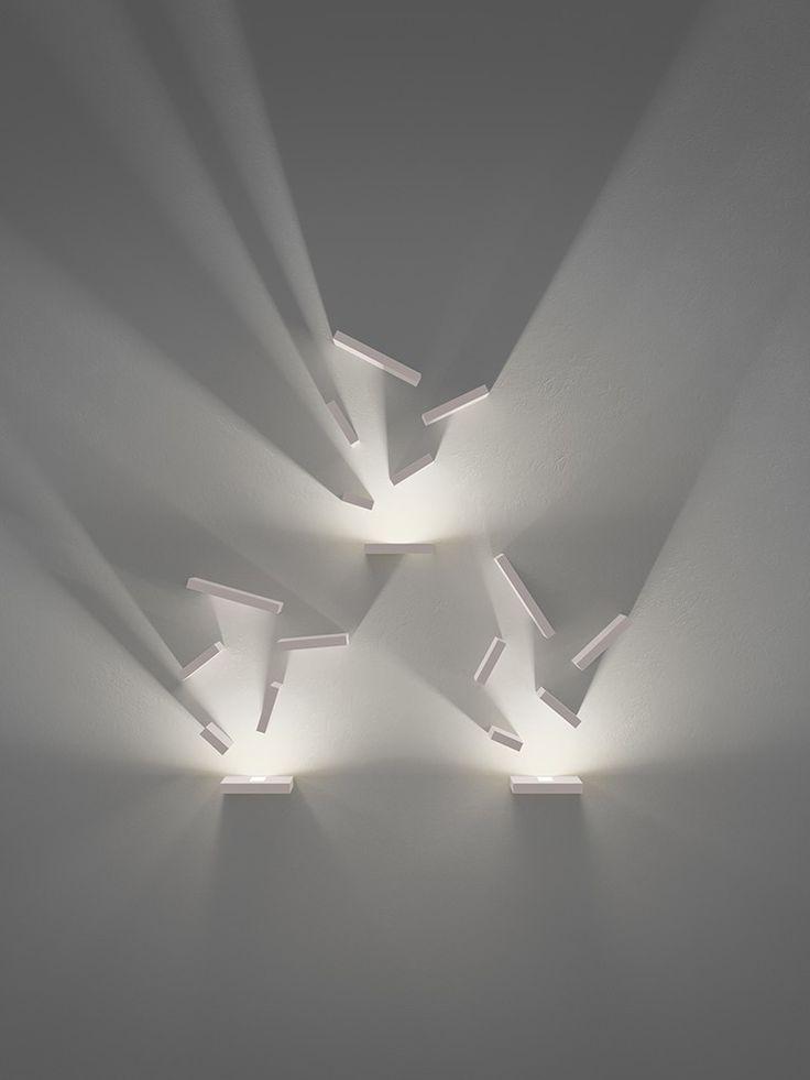 luminária compõe jogo de luz e sombra