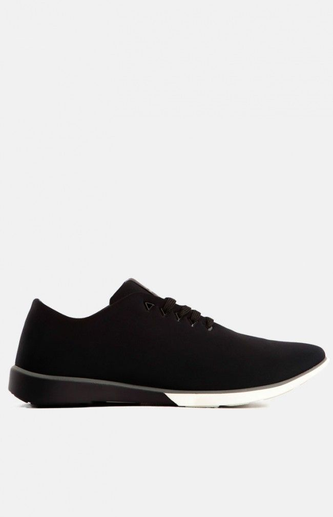 ATOM - Black Elegant and simple urban sneaker design made pf high quality materials #simple #minimal #sneaker #black #anglestore
