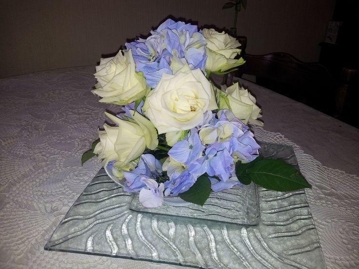 Hortensie og hvite roser
