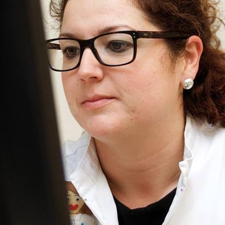 Francisca Cabrera, Atención en dermatología cosmética. Sistema personalizado de dosificación. Analista laboratorio clínico. Atención en fitoterapia. Atención on-line.  Consúltanos de forma gratuita,