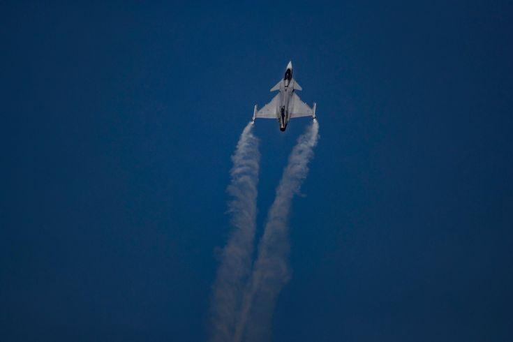 Novo caça multiuso da Força Aérea Brasileira (FAB), o Saab Gripen 39E fez seu primeiro voo no final de junho, em um teste que durou 40 minutos. O jato sueco foi escolhido após uma licitação que durou vários anos para substituir os caças de combate usados pela FAB. Batizado por aqui como F-39, as primeiras unidades do modelo devem chegar ao país em 2019