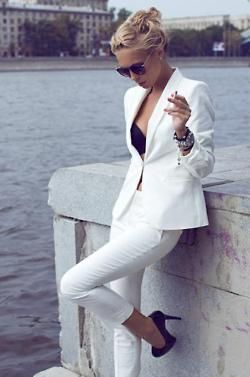 White Suit: All White, White Blazers, Black White, White Pants, White Outfit, Classic White, Black Heels, White Suits, Pants Suits