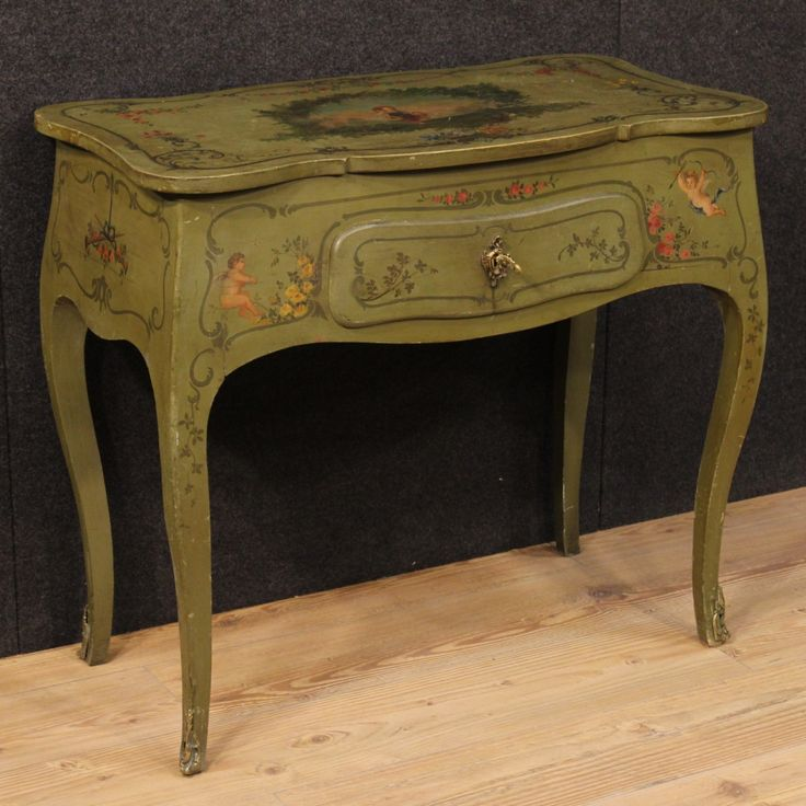 1600€ Particular Italian furniture in lacquered and painted wood. Visit our website www.parino.it #antiques #antiquariato #furniture #antiquities #antiquario #desk #table #tavolo #scrivania #writingtable #bureau #golden #gold #decorative #lacquer #lacquered #interiordesign #homedecoration #antiqueshop #antiquestore