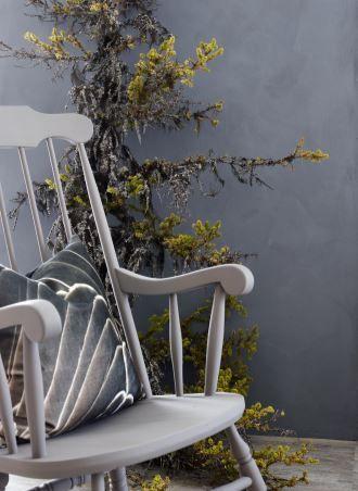 Møbler kan også males med de «nye» malingene. Her er det benyttet den supermatte malingen Pure & Original Classico i fargen Muldvarp FR1238.