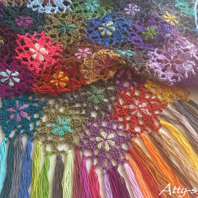 Beautiful Crochet Flower Scarf made with leftovers: FREE pattern, tutorial & chart