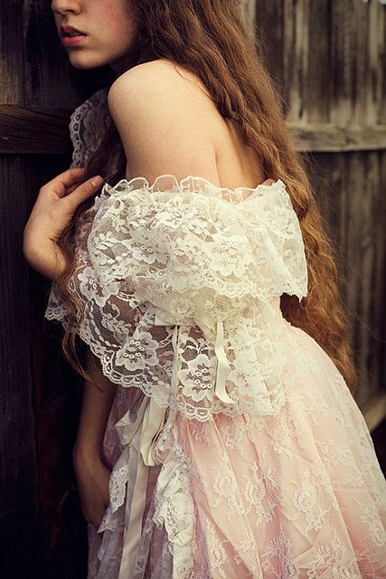 Beautiful lace dress, very vintage!                              …