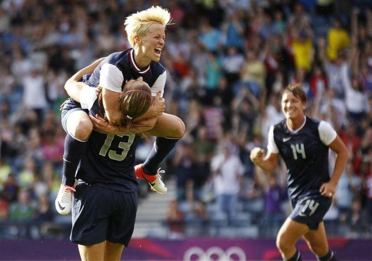 SUPERPUISSANT - Les Bleues ont fait vaciller les Etats-Unis (photo) en début de match avant de gâcher une avance de deux buts pour finalement s'incliner (4-2) face la superpuissance du football féminin, mercredi à Glasgow, pour leurs premiers pas aux jeux Olympiques.