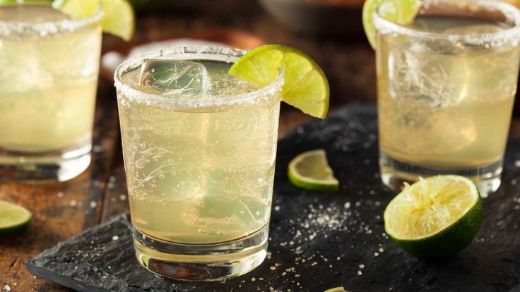 Margarita cocktail ricetta, cocktail con tequila, lime sale limone e triple sec,