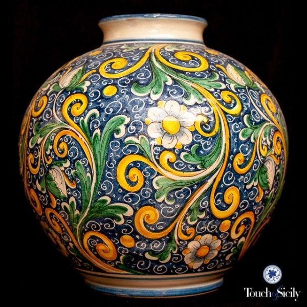 Italian ceramics - Baroque Vase - This vase is entirely decorated according to the stylistic tradition of the late Sicilian Baroque (XVII-XVIII). Each piece of pottery is individually hand painted and hand crafted.