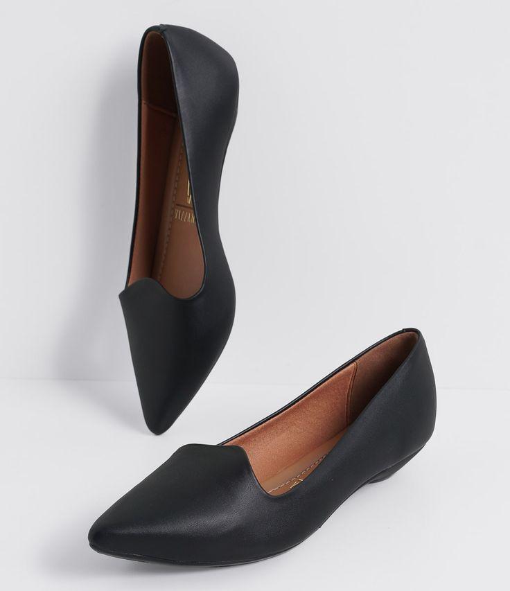 Sapatilha feminina Material: sintético Modelo slipper Marca: Vizzano COLEÇÃO INVERNO 2016 Veja outras opções de sapatilhas femininas. Sobre a marca Vizzano Para oferecer a beleza que as mulheres tanto querem, é essencial ter estilo. A Vizzano reúne as principais tendências de moda para que as mulheres possam desfilar toda a sua feminilidade em qualquer situação. Trabalhando com luxo e glamour em cada detalhe, os calçados...