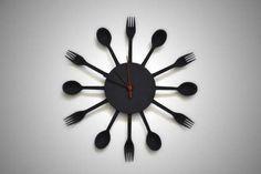 фото настенные часы на кухню из вилок и ложек своими руками