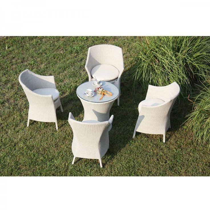 Set Wings. Moderno set da esterni in simil rattan composto da quattro poltroncine e un tavolino.