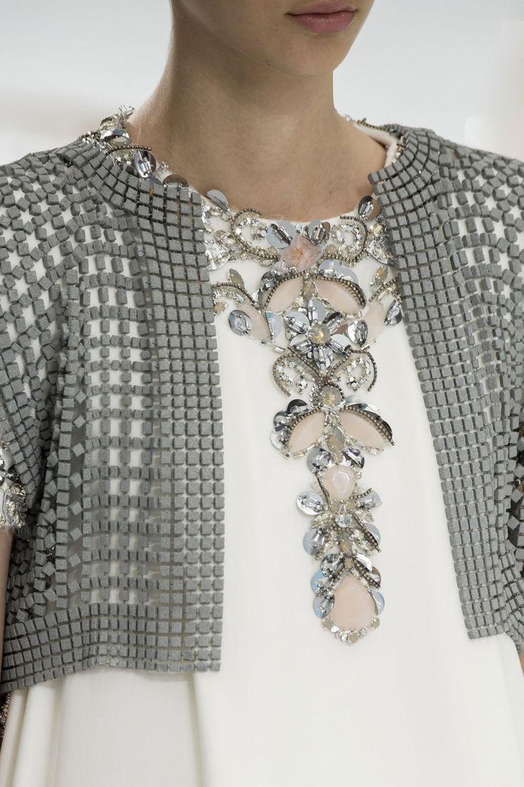 Inspiration pour petit gilet au crochet ... Close-up Chanel haute couture, automne-hiver 2014-2015 #PFW #parisfashionweek #FW1415