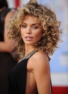 Curls Curls Curls… for the most funniest Girls! 10 super hippe lange kapsels met veel krullen. - Kapsels voor haar