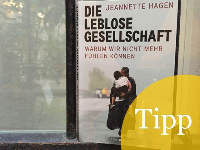 """Zum 1. Mal höre ich von Jeannette Hagen in einer Sendung von DeutschlandradioKultur. Da wird ihr neues Buch vorgestellt. Ich recherchiere und lande wenig später bei ihr """"auf Facebook"""". Wir chatten ein paar Mal, dann ist klar: """"Die leblose Gesellschaft"""" bzw."""