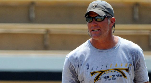 Report: Packers to retire Brett Favre's jersey, induct him into team HOF