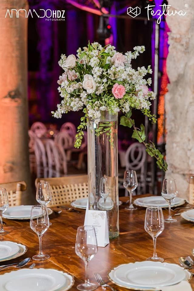 Boda de Andrea Rivero & Cristhian Conde  Fotografia y video.- Armando HDZ Fotografia  Decoración de la mesa de postres, centros de mesa, ramo de la novia y damas, y decoración de la iglesia.- Lluvia de Rosas  #wedding #boda #flowers #flores #weddingday #Merida #Yucatan #Mexico