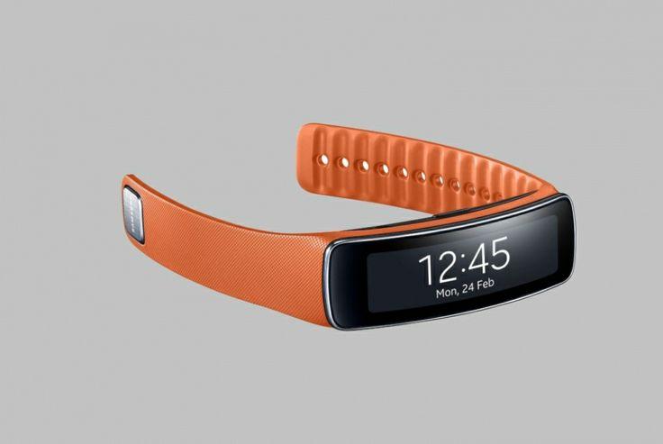 O Gear Fit monitora o usuário durante os exercícios físicos, no trabalho e até nas horas de sono.