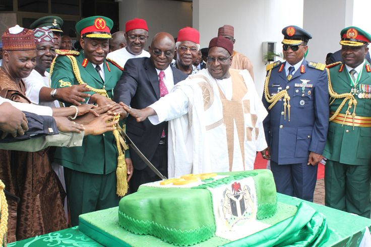 Nigerian Independence day celebration: President Goodluck Johnath with Vice President namadi Sambo and other Dignitaries cutting the National cake