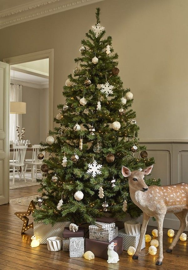 Sapin de Noël style nature - collection forêt scandinave Maisonsdumonde http://www.homelisty.com/styles-deco-sapin-noel/