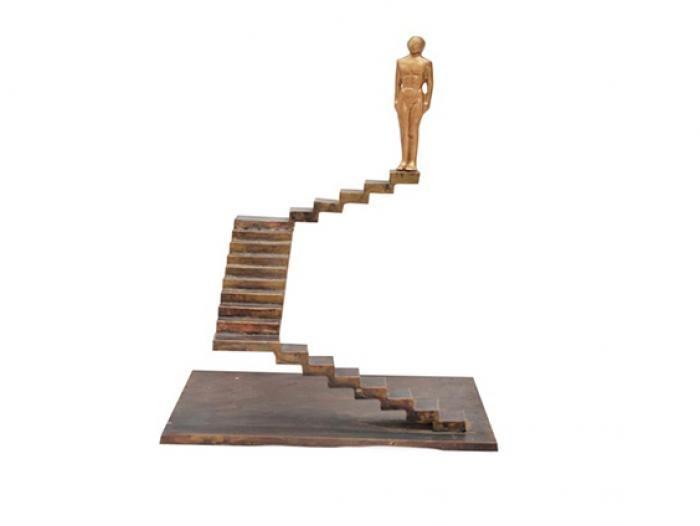 Γυναικεία Φιγούρα σε Σκάλες