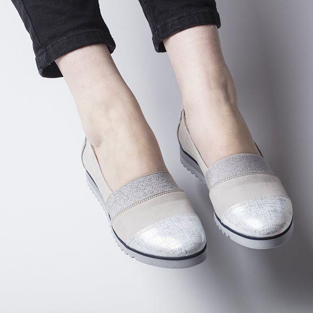 Lekkie buty, które pokochają Twoje stopy! 🕊🌿 #shoes #shoestagram #instashoes #silver #metalic #leather #spring #hot #fashion #fashioninsta #style #lankars #kraków #lanckorona #cracow #love #beutiful #woman #ss17 #comfort #instagood