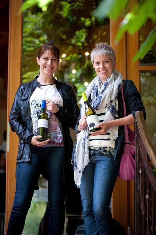 ...nachdem die Hüllen gefallen sind, waren unsere Verkoster natürlich neugierig! :) Tina Veit und Ulrike Mayer, Best of Bio-Verkosterinnen #bestofbio #bobwine15