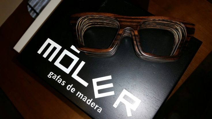 Modelo Sáhara en madera de ébano de makassar.  Sahara model in makassar ebony #wood.  www.moler.es   #working #woodworking #makassarebony #wooden #glasses #woodglasses #woodenglasses #woodensunglasses #gafasdemadera #hechoamano #handcrafted