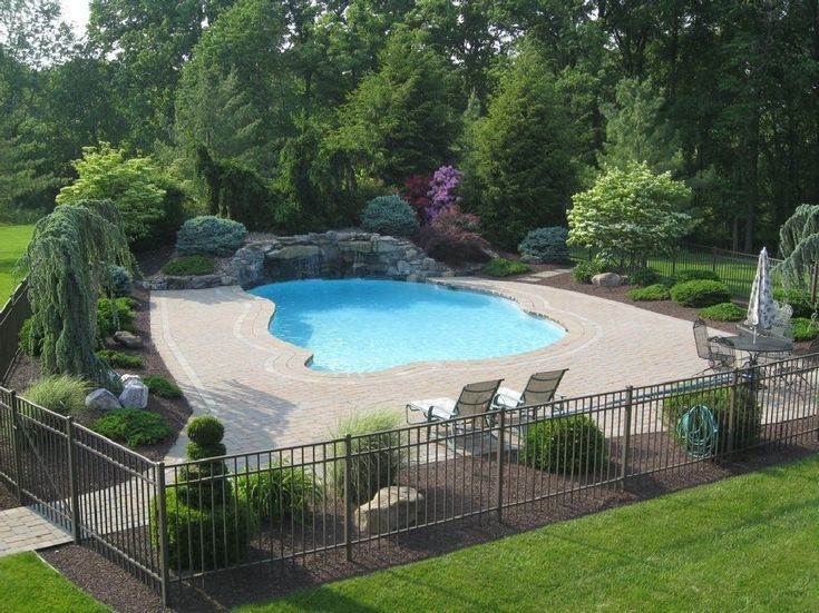 10 Best Pool Landscaping Ideas For A Beautiful Swimming Pool