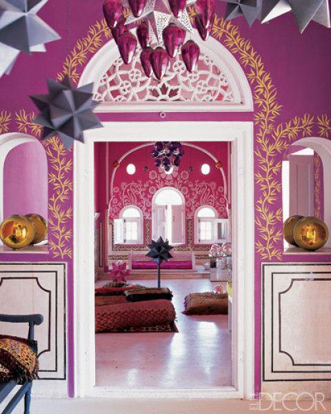 Comment ne pas tomber sous le charme de cette déco que certains appelleront de style bollywood, d'autres de style indien... Deux célèbres designers Liza Bruce et Nicholas Alvis Vega nous invitent chez eux à Jaipur. Si vous aimez les couleurs vives vous...