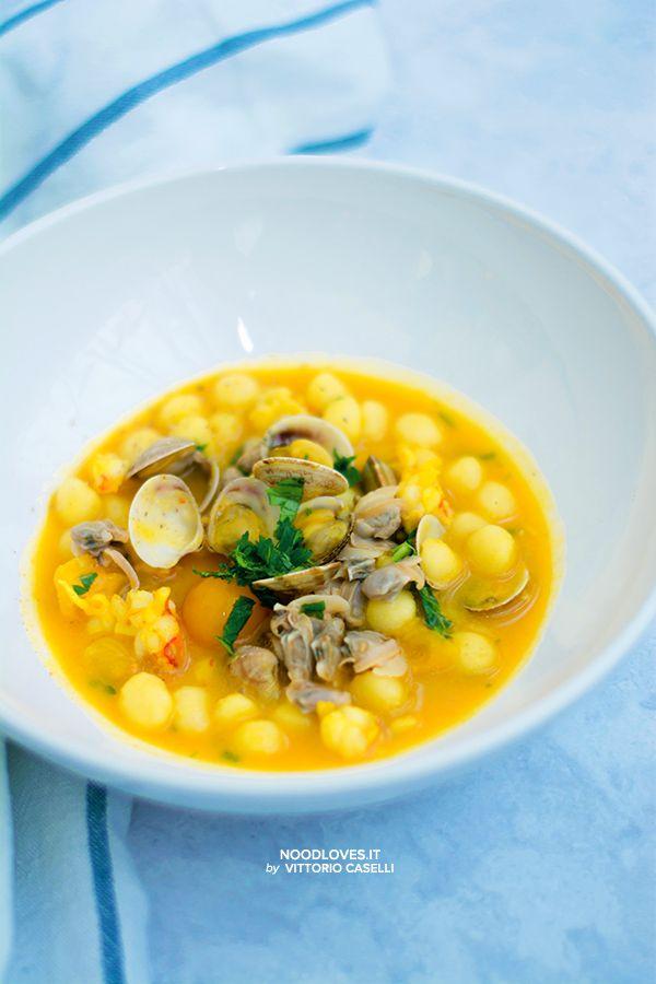 Gnocchi with seafood and shrimp with saffron - Gnocchi ai frutti di mare e gamberi allo zafferano - Noodloves