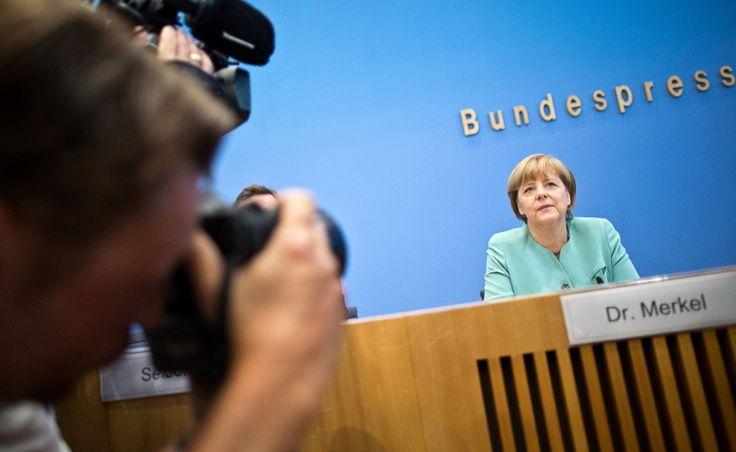 Sueddeutsche.de/Politik/  19. Juli 2013/ 09:58/ Bundespressekonferenz mit der Kanzlerin Fragen nach Prism bringen Merkel in Bedrängnis/  http://www.sueddeutsche.de/politik/kanzlerin-in-der-bundespressekonferenz-merkel-muss-sich-fragen-zu-prism-stellen-1.1725404