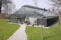 Når man nærmer sig Glashuset, ligner det ved første øjekast et traditionelt produktionsdrivhus.