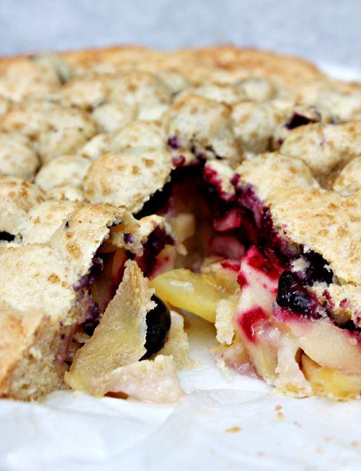 O Pistachio: apple & blueberry shortcake