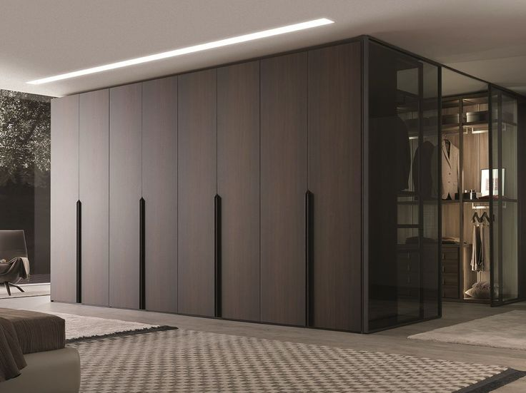 MILANO Armario de madera maciza by MisuraEmme     /     Idea para separar el ambiente del dormitorio y vestidor!!!!!