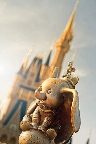 MUST find this Dumbo at Disney! ♥