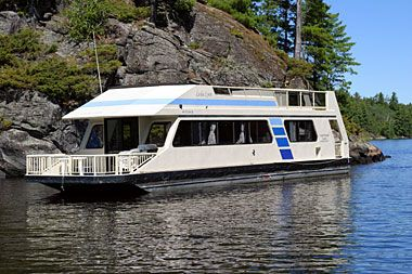 Luxurious 2 bedroom 2 bath houseboat for rent in Voyageurs National