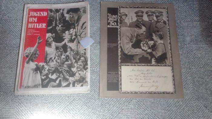 Jugend um Hitler ( 1935 )  sonderausgabe geburtstag AH (50 jaar)  Origineel lot Duits papier bestaande uit ......Fotoboek van H Hoffmann ....Jugend um Hitler ....uit 1935 met 120 foto's ! omslag enkel nog de voorzijde ....omslag is er ooit op gekleefd ! de Originele postkaart zat erbij en blijft erbij !Sonderausgabe voor AH zijn 50 j ...geboortedag ! alle bladzijden foto van genomen ! Kruisjes bedekt ! Word verzonden met bpost met volgnummer !  EUR 40.00  Meer informatie