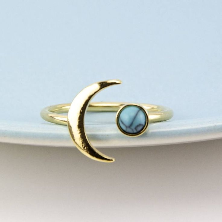 Golden Moon And Turquoise Adjustable Ring. This ring is perfect for treating yourself or make the perfect gift for a friend or family member. This beautiful eye-catching piece would add glamour to any outfit.