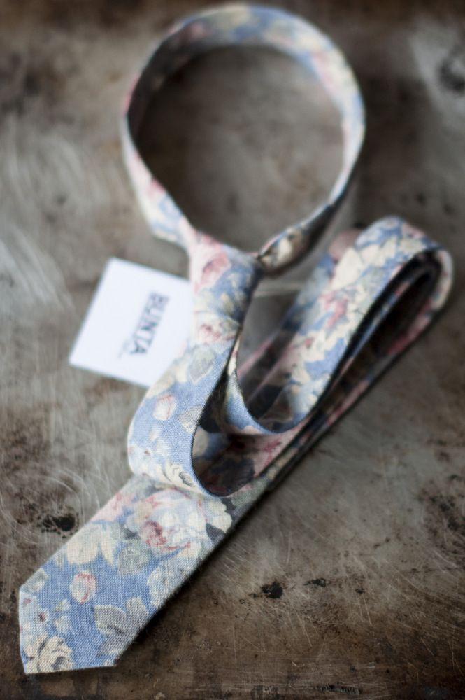 Bunta Peacemaker floral tie  100% linen  Photo: Nat Rusinowska #tie #floral #menswear