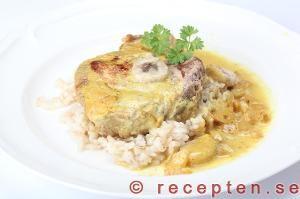 Recept på fläskkotletter i currysås med banan