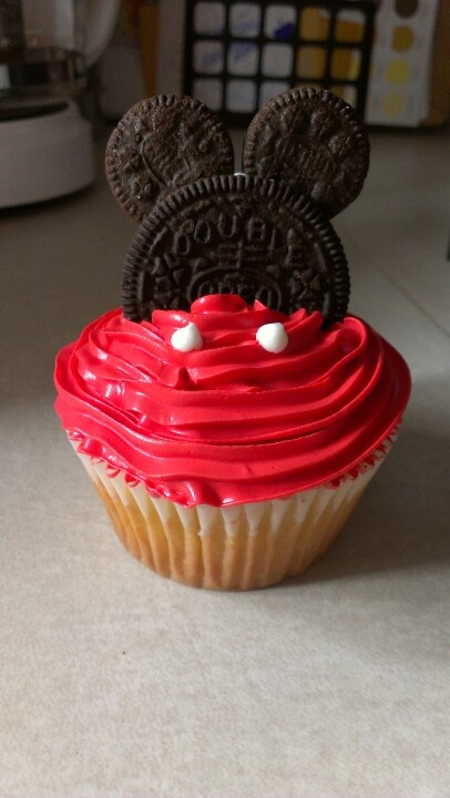 Mickey Mouse cupcake!