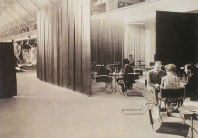 Mies van der Rohe / Lilly Reich Café Samt & Seide, Berlin 1927 http://www.projektmik.com/img/artist/12/info//027CafeSamt+Seide4.jpg?iact=rc&dur=1866&page=2&start=17&ndsp=17&ved=0CLQBEIQcMBw