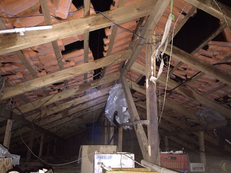 Raio atinge casa e causa diversos prejuízos ao proprietário na Rua Albertina em Rodeio