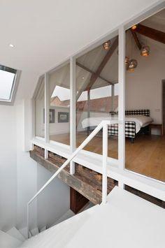 un garde corps comme une verri re pour une mezzanine lumineuse chambre pinterest garde. Black Bedroom Furniture Sets. Home Design Ideas