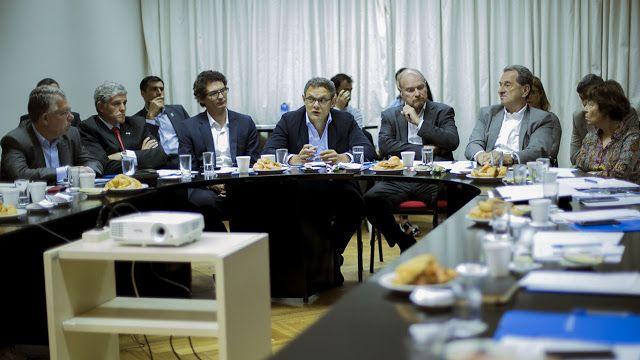 El Consejo de la Producción debatió sobre la importancia de impulsar el Desarrollo de Proveedores dentro de la agenda de competitividad argentina   Participaron como oradores Sergio Drucaroff y Eduardo Gambetta (Ministerio de Producción) Javier Hibbert (Ministerio de Transporte) Fernando Giliberti (YPF) y Diego Martino (Toyota).  Buenos Aires Octubre de 2017. En su quinta reunión anual el Consejo de la Producción debatió las principales políticas públicas e iniciativas empresariales para el…